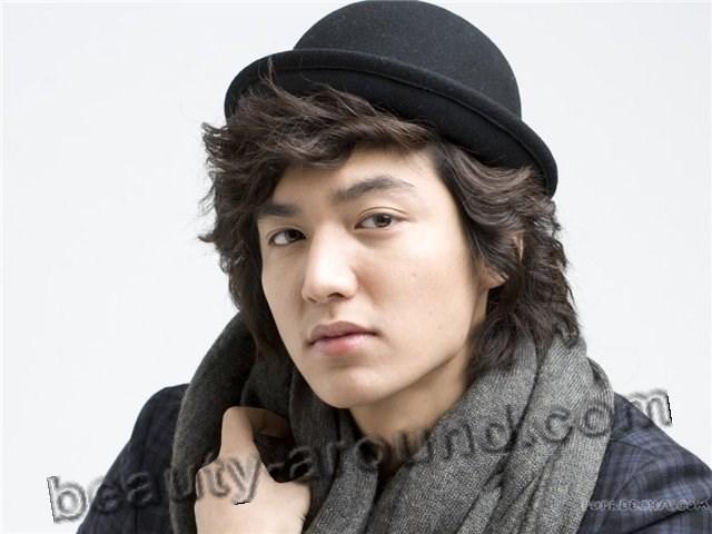 Ли Мин Хо в шляпе и с кучерявыми волосами фото