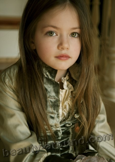 Mackenzie Foy young model photo