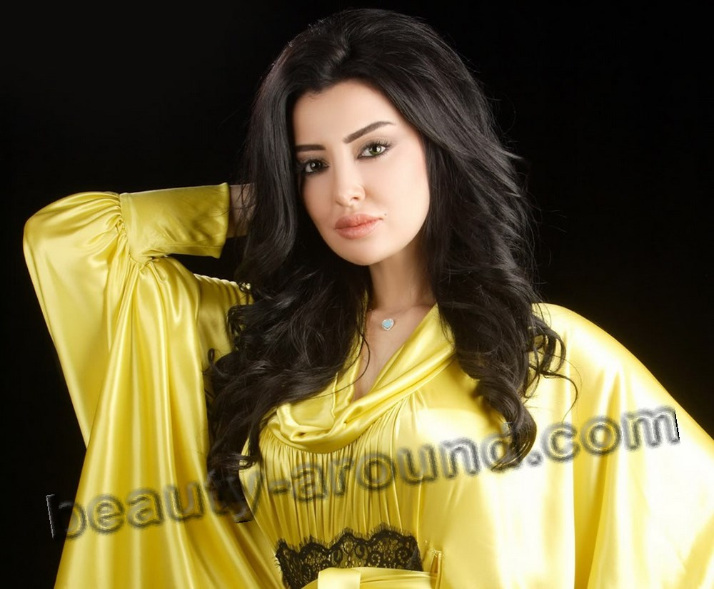 Mayssa Maghrebi in maroccan kaftan photo