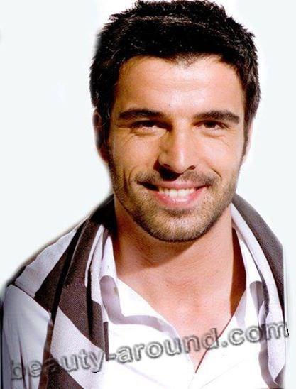 Мехмет Акиф Алакурт улыбка фото