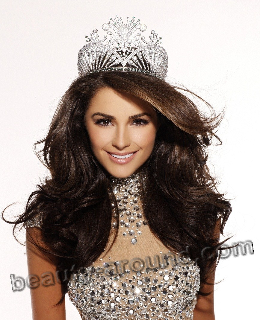 Olivia Culpo winner of Miss Universe 2012,photo with the crown