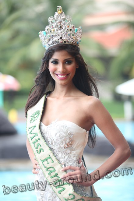 Miss Earth 2010 - Nicole Faria (India) photo