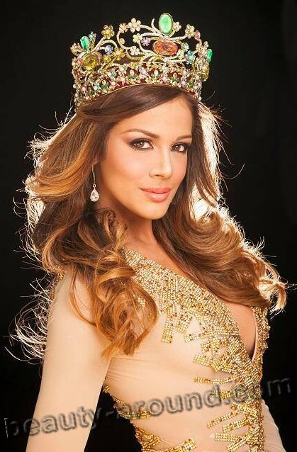 Miss Earth 2013 Alyz Henrich (Venezuela) photos