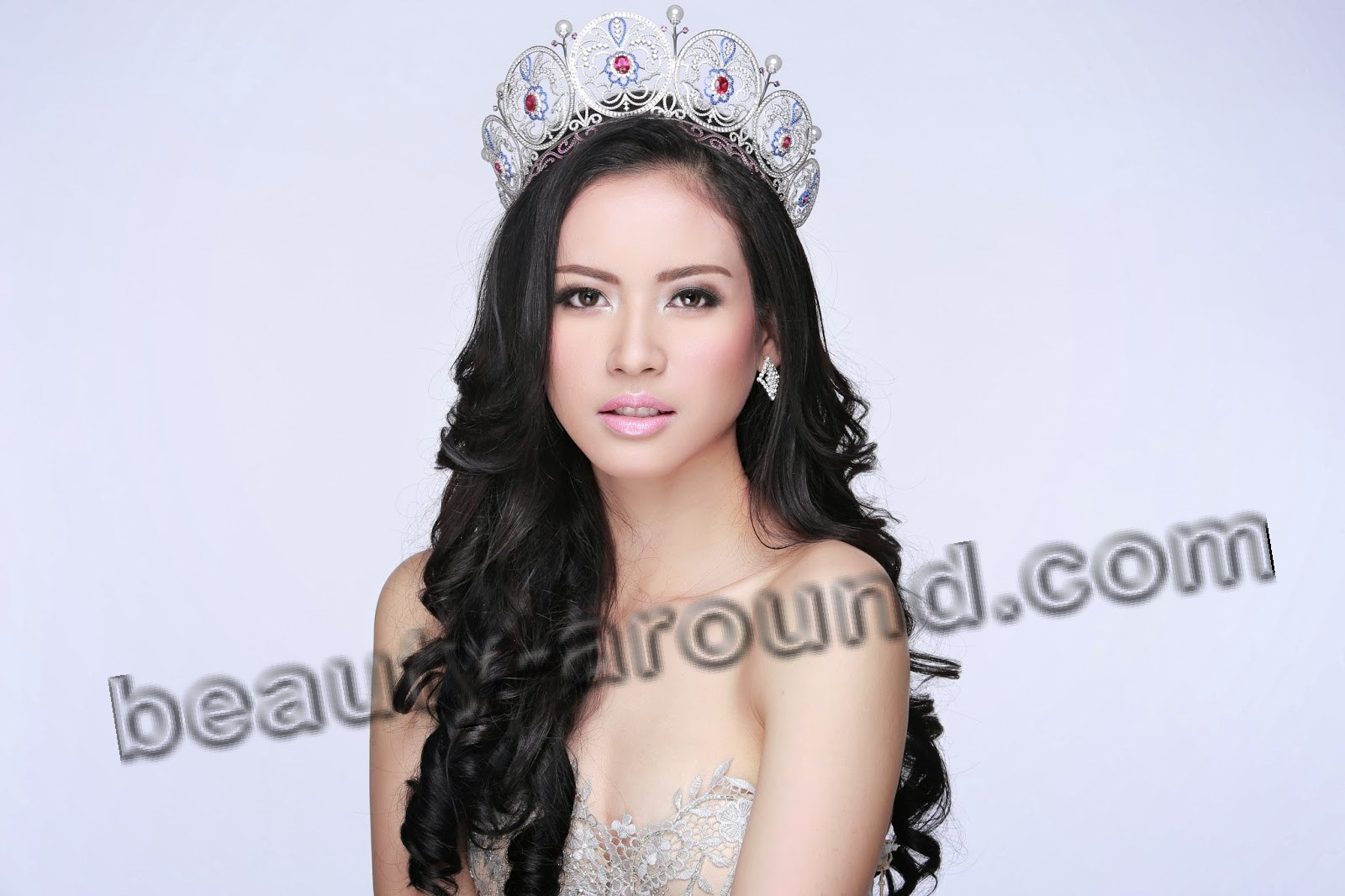 Contestants Miss Universe 2014. Elvira Devinamira Miss Indonesia 2014 photo