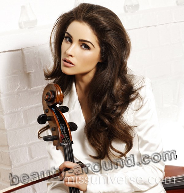 Olivia Culpo American cellist photo