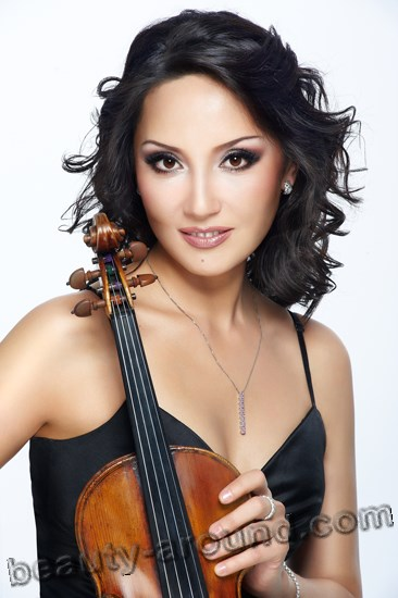 Aida Ayupova most beautiful Kazakhstan violinist photo
