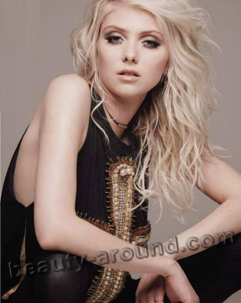 Taylor Momsen hot sexy American guitarist photo
