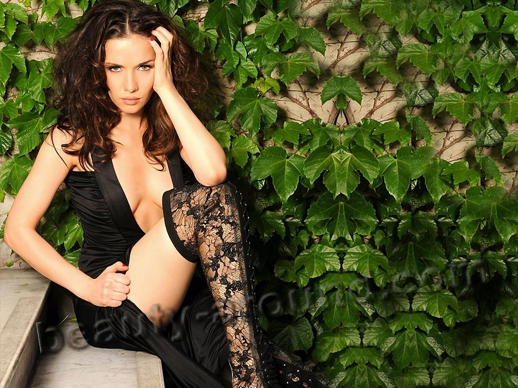 Actress Natalia Oreiro in stockings photo