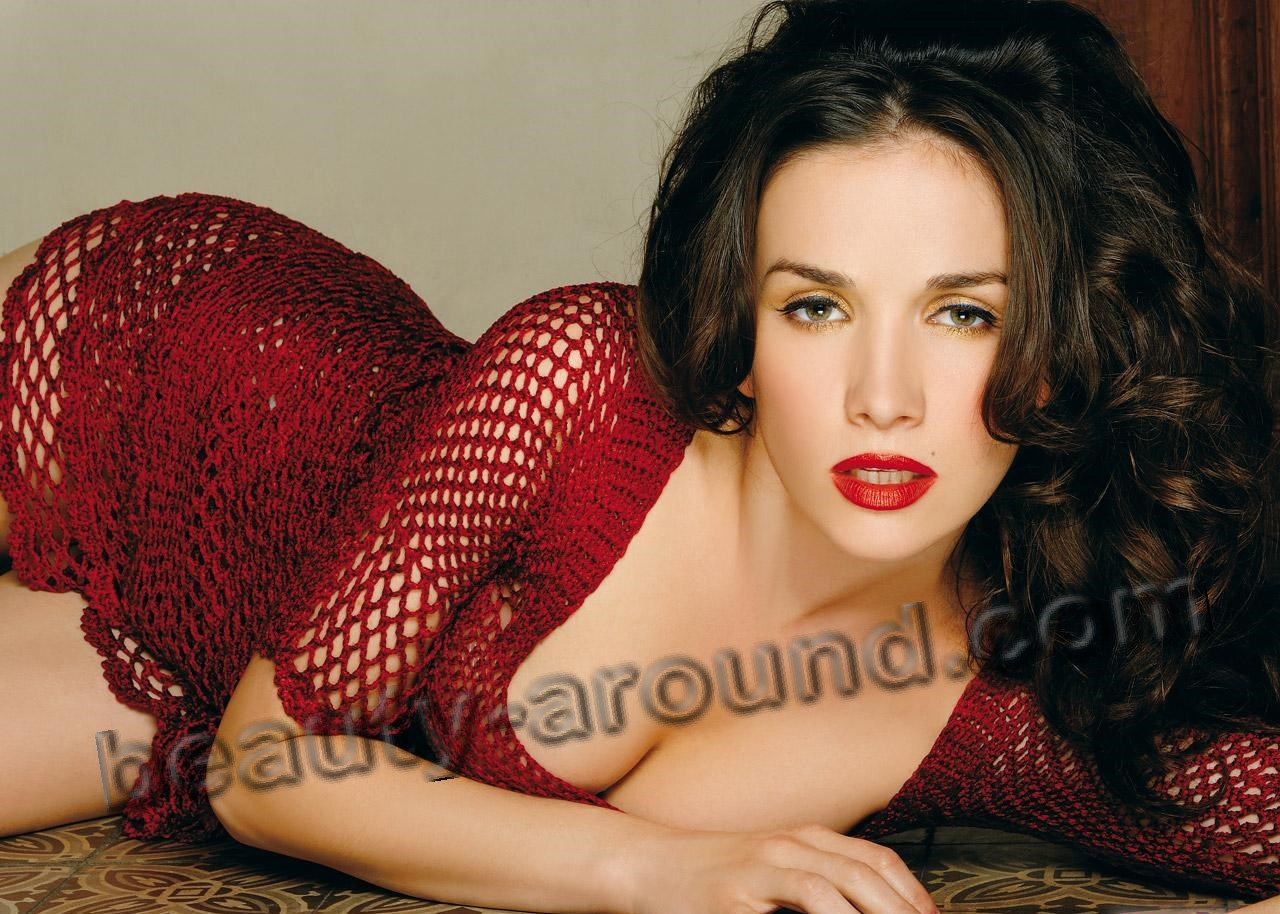 Natalia Oreiro with beautiful makeup Photo