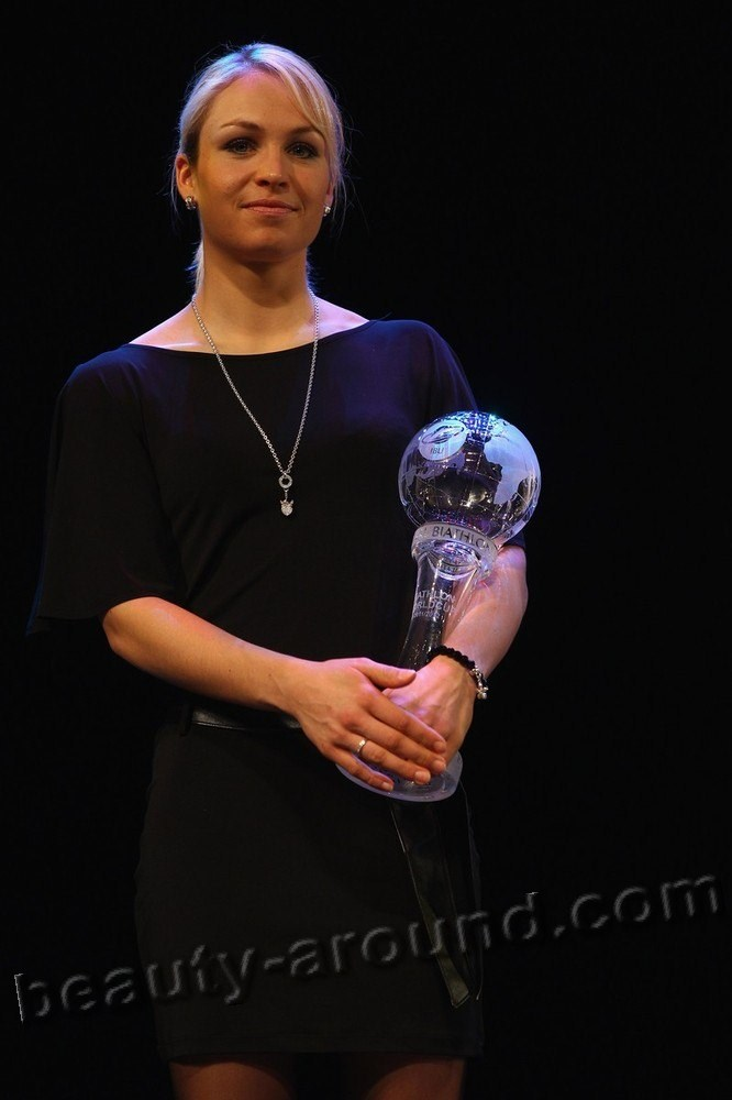 Magdalena Neuner with a crystal the cup