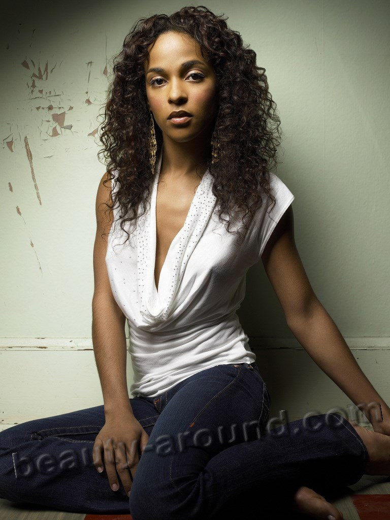 most beautiful girl from Nigeria Megalyn Echikunwoke photo