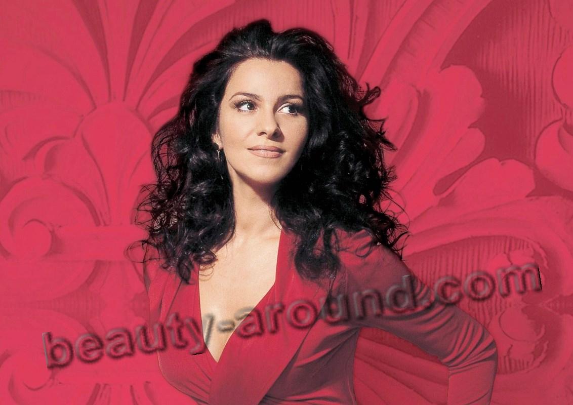 Angela Gheorghiu most beautiful female Romanian opera singer photo