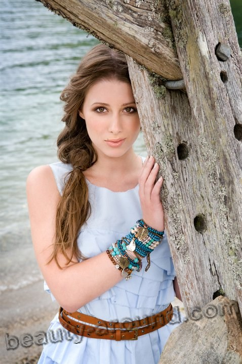Lizzie Marvelly New Zealand singer soprano photo