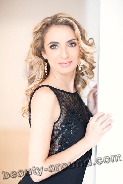 Julia Radosz beautiful American opera singer photo