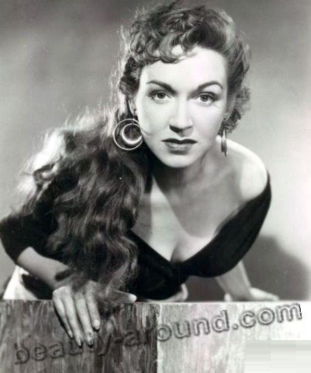 Rise Stevens American operatic mezzo-soprano photo