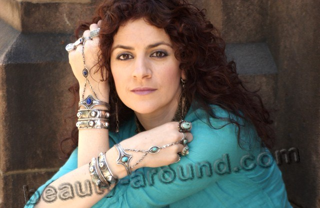 Rim Banna Palestinian singer picture