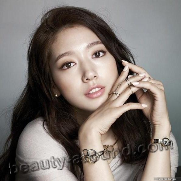 Пак Шин Хе с красивым маникюром фото