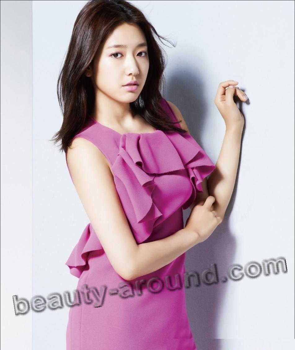 Пак Шин Хе в ярком платье фото