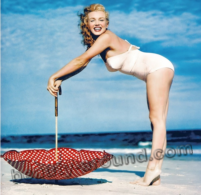 Marilyn Monroe in a swimsuit photo