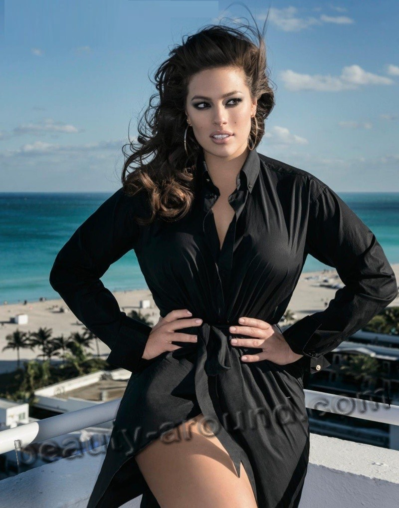 Ashley Graham most sexy plus size model photo