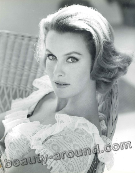 Dina Merrill American actress of Broadway revival photo