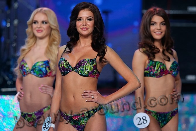 Sofia Nikitchuk catwalk in a swimsuit photo