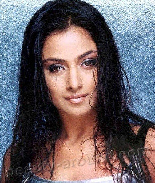 Top 17 Beautiful South Indian Actresses Photo Gallery