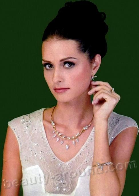 Yasemin Ergene beautiful Turkish actress photo