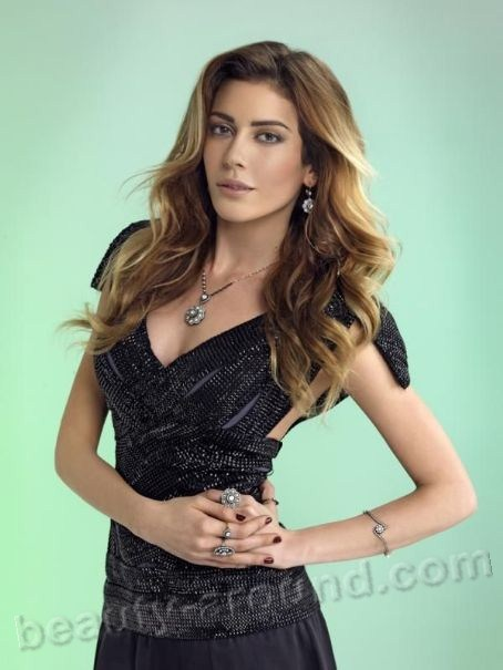 Sinem Kobal Turkish actress photo