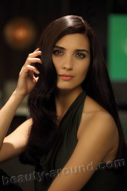Tuba Buyukustun beautiful Turkish actress photo