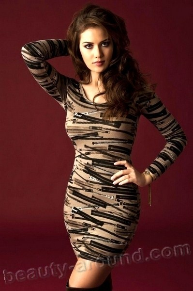 Fahriye Evcen beautiful Turkish actress photo