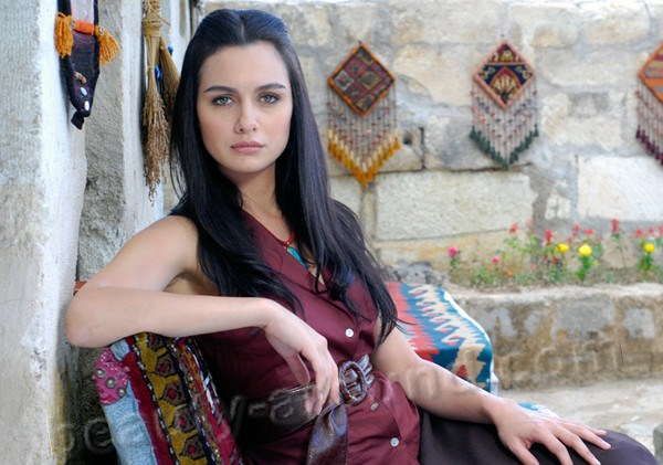 Birce Akalay beautiful Turkish actress photo