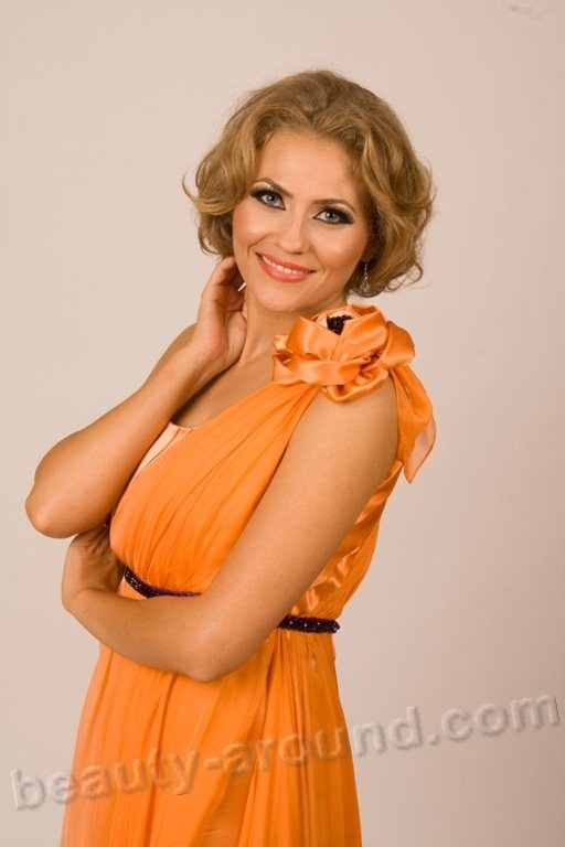 Mirela Boureanu Vaida Romanian actress, singer and TV presenter photo