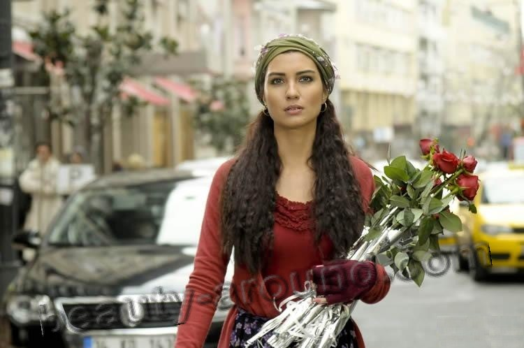 Tuba Büyüküstün / Tuba Buyukustun, Turkish actress, photo from magazines,series Gonulcelen