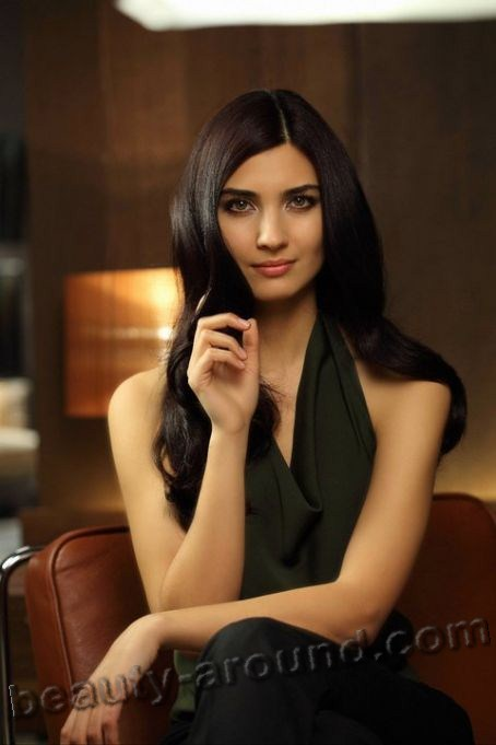 Tuba Büyüküstün / Tuba Buyukustun, Turkish actress, photo in advertising