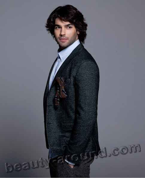 Sükrü Özyildiz handsome Turkish actor photo