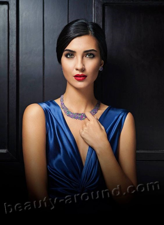 Tuba Büyüküstün most beautiful Turkish woman photo