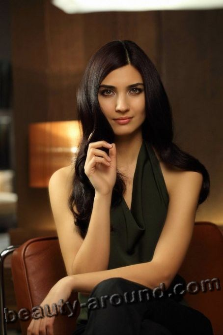 Tuba Buyukustun very beautiful Turkish woman photo