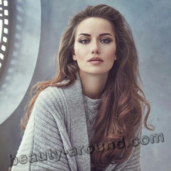 Fahriye Evcen most beautiful Turkish actress photo