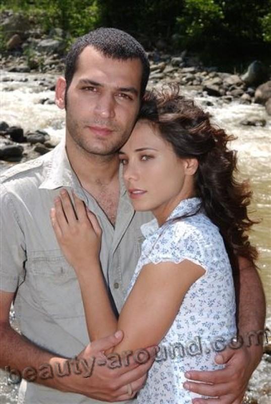 Бурчин Терзиоглу и Мурат Йылдирим пара на экране и в жизни фото