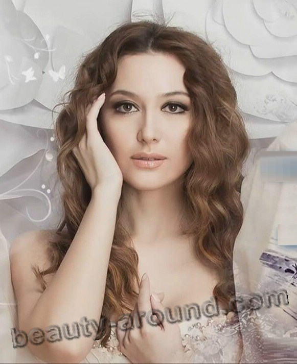 Lola Yoldosheva sexy Uzbek female singer photo