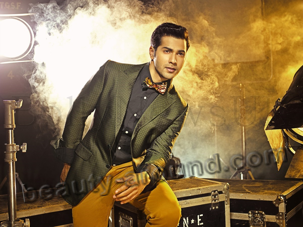 Varun Dhawan в стильном костюме фото