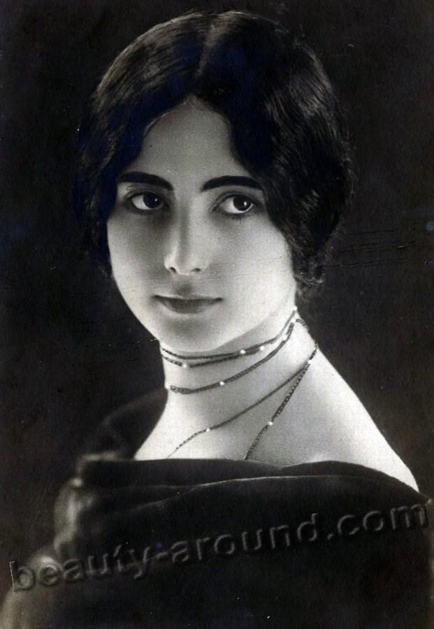 Vintage photo Jewish woman