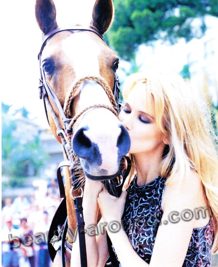 Claudia Schiffer kisses horse photos
