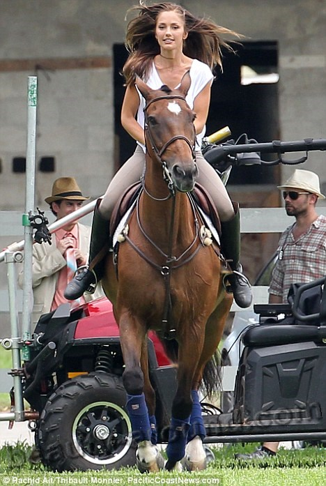 Minka Kelly rider on a horse photos