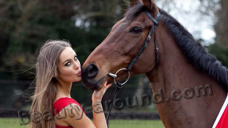 Rozanna Purcell model kisses horse photo