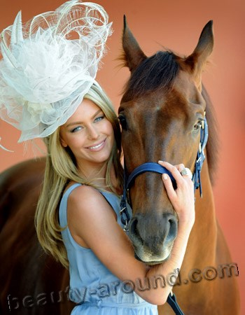 Jennifer Hawkins with brown horse photo