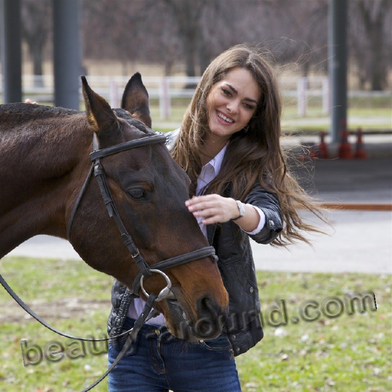 Olesya Stefanko with horse photo