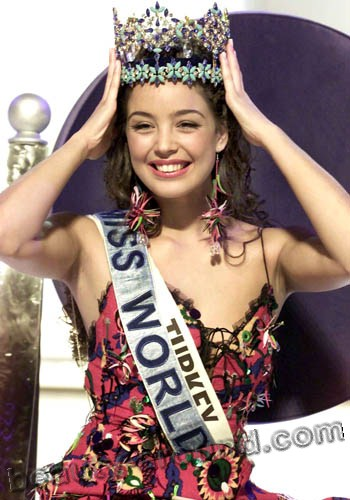Azra Akin winner of Miss World 2002 photo