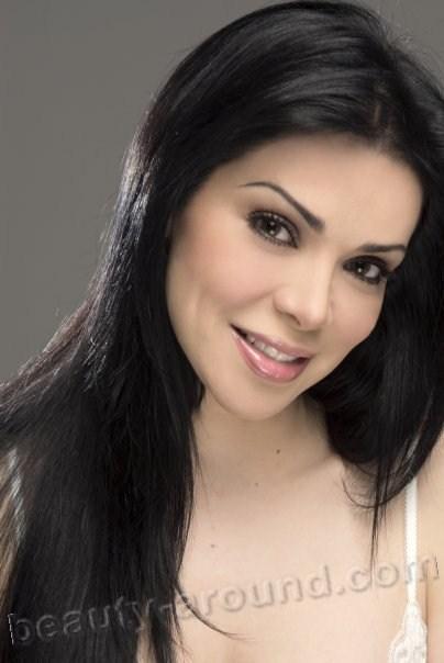 13Astrid Carolina Herrera